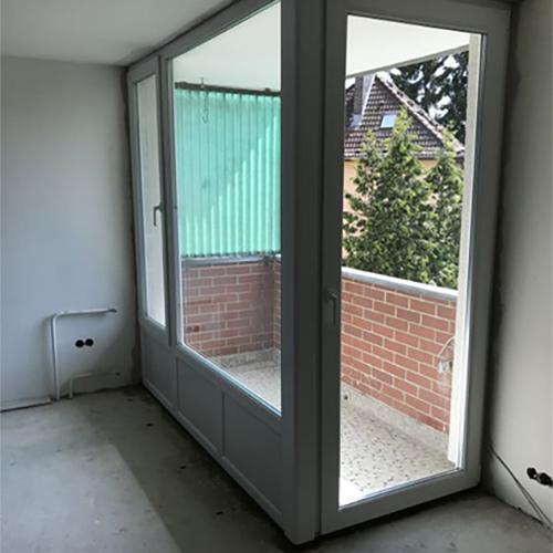 Balkon mit neuen Fenstern Fenster Krokos Berlin