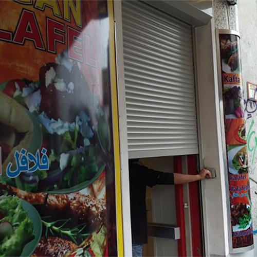 Rollladen Imbiß Fenster Krokos Berlin