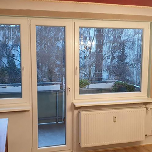 schmale Balkontür Fenster Krokos Berlin