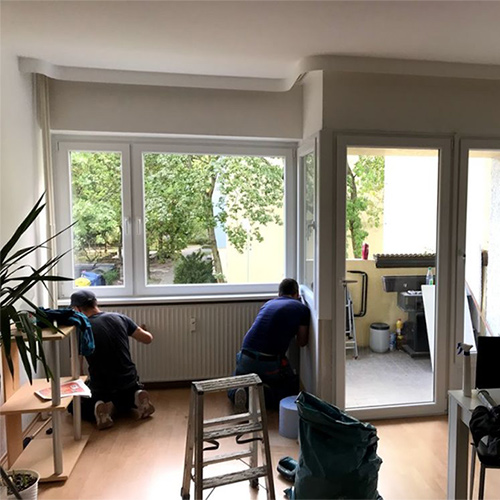Monteure bei der Arbeit Fenster Krokos Berlin
