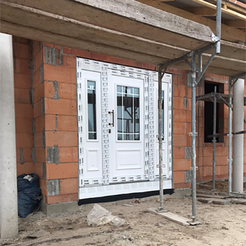 neue Haustür weiß Fenster Krokos Berlin