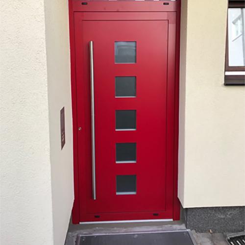 rote Haustüre Fenster Krokos Berlin