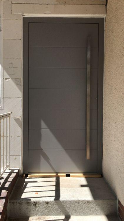 Haustür grau Fenster Krokos Berlin